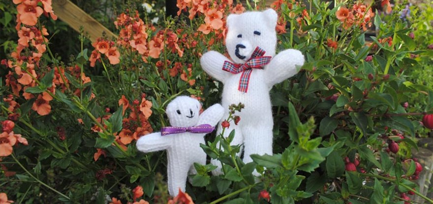 Knitted teddy bears | Halifax Charity Knitters | 416x880